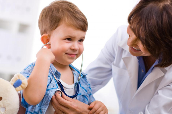 child-using-doctor-tools-stethescope
